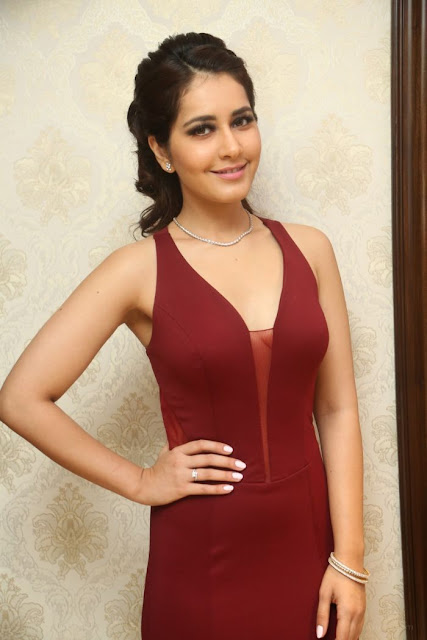 Raashi Khanna Sexy Picture in Red Dress