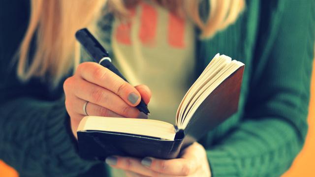 Học ngành Luật nên luyện rèn sở thích đọc sách