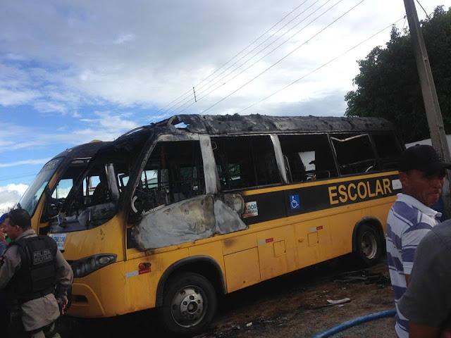 Em Senador Rui Palmeira, ônibus escolares são incendiados