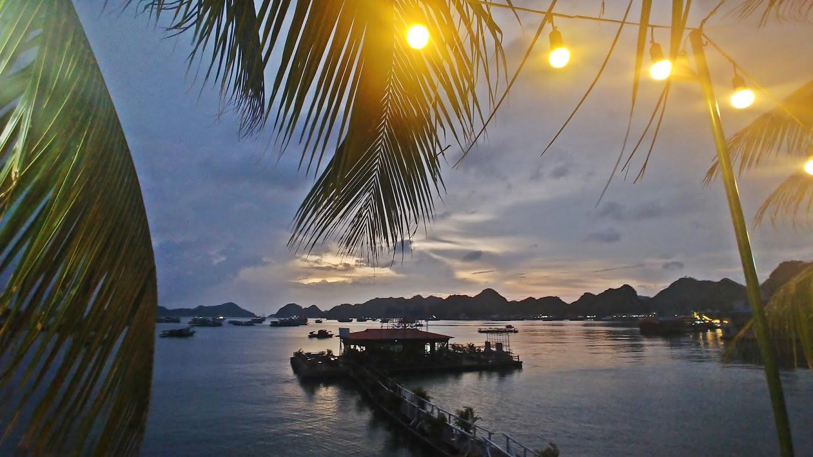 Wietnam Cat Ba, pływające restauracje