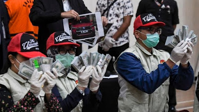 Satu Lagi Menteri Jokowi Jadi Tersangka, Diduga Korupsi Dana Bantuan Covid-19