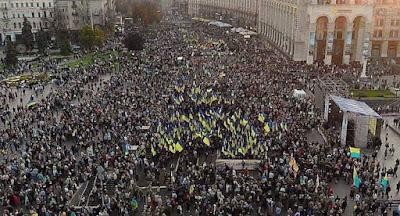 """В центре Киева состоялась многотысячная акция под лозунгом """"Нет – капитуляции"""""""