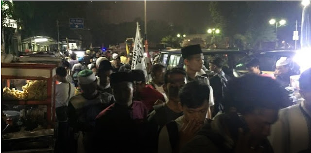 Wuih, Peserta Reuni 212 Disambut Pedagang di Kawasan Monas, Terdengar Suara Takbir