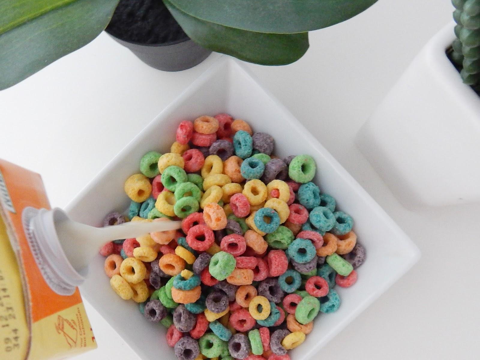 kolorowe płatki śniadaniowe