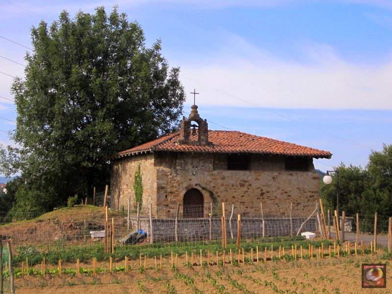 Ermita de la Ascensión en el Barrio de Burbustu en Zaratamo (Bizkaia)