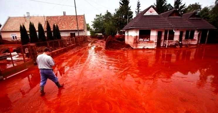 Kızıl yağmur nadir görülen başka bir doğa olayıdır ve tehlikeli sayılır.