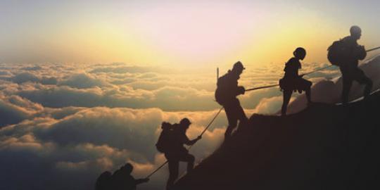 kegiatan mendaki gunung
