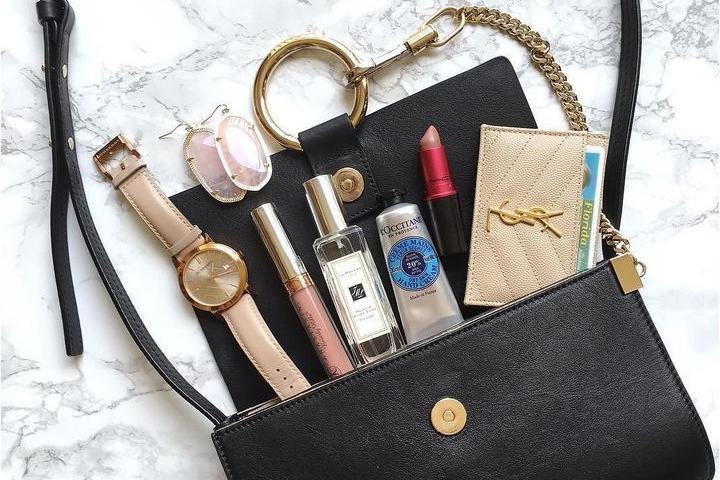 5 необычных вещей, которые найдутся практически в каждой женской сумочке
