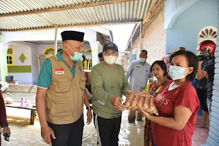Tinjau Lokasi Banjir, Bupati Batu Bara Salurkan Paket Sembako