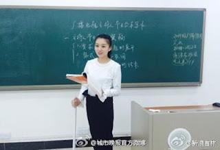 Huang Xin Ibu Dosen Cantik Dengan Pinggang Aduhai Bikin Mahasiswa Betah di Kampus