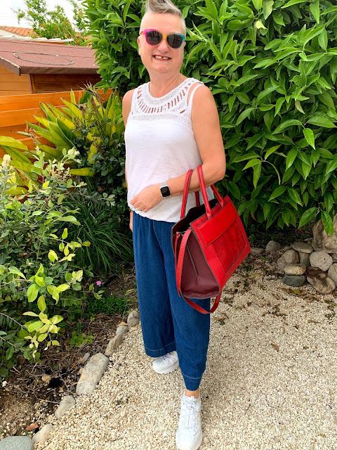 madmumof7 with handbag