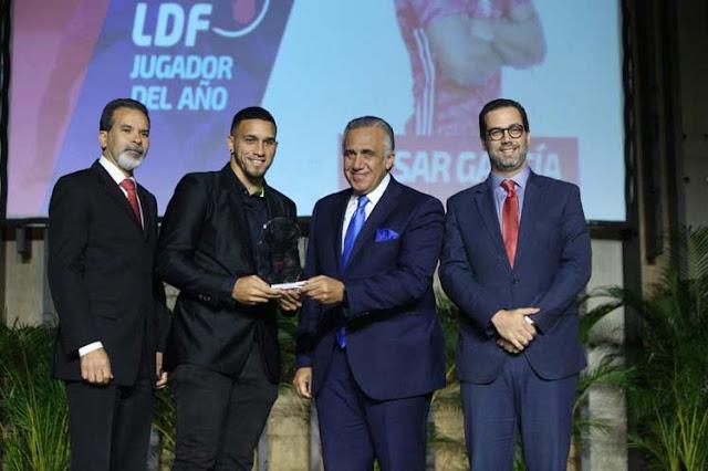 Liga Dominicana de Fútbol premia a destacados futbolistas y entrenadores