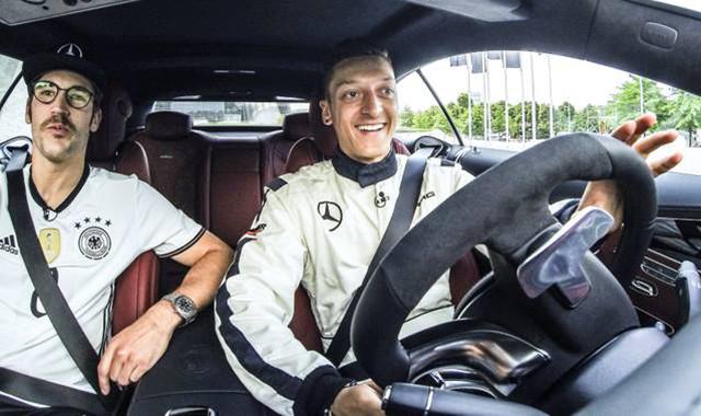 Mercedes se queda con Özil para la Euro