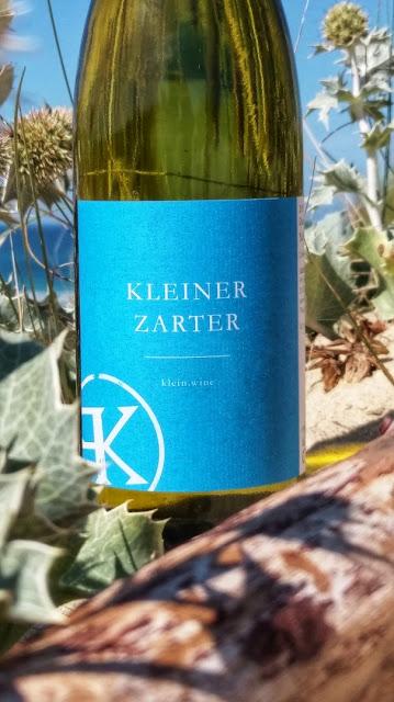 """Die Weißwein-Cuvée """"Kleiner Zarter"""" aus dem Weingut klein.wine."""