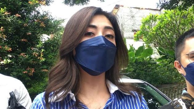 Dihantui Masalah yang Sebenarnya Terjadi dalam Rumah Tangganya, Akhirnya Dhena Devanka Beberkan Masalah Foto dan Video Dugaan Adanya KDRT hingga Masalah CCTV: 'Saya Dikambing Hitamkan