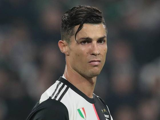 Reason Why Cristiano Ronaldo Is Wearing Hair Band The 90 Mins