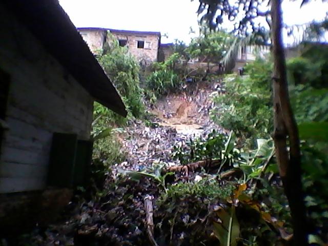 Longsor yang terjadi di lingkungan Jalan Skip, Kelurahan Rantauprapat Kota, Kecamatan Rantau Utara.