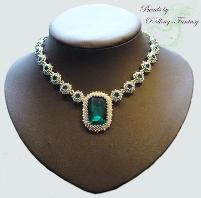 Nastjenkas Collier in Emerald