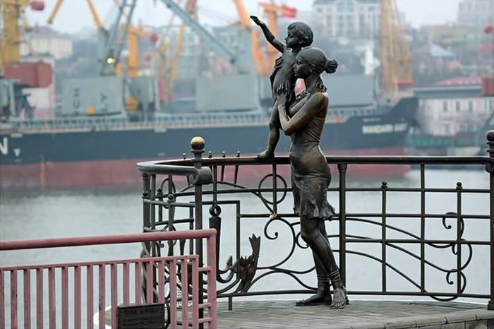Where else can a monument to the sailor's wife be erected if not in the port city? This monument was erected in Odessa in 2002.