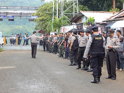 Indonesian police personnel getting ready ahead of the execution of eight death row inmates on Nusakambangan island in April 2015.