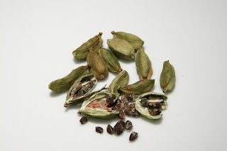 Health benefits of cardamom by Heldiindia