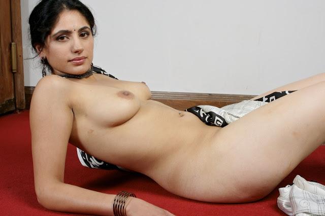 desi bhabhi nangi leti hui,hot indian women nude figure