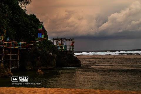 Pantai Drini Cocok Untuk Liburan Keluarga