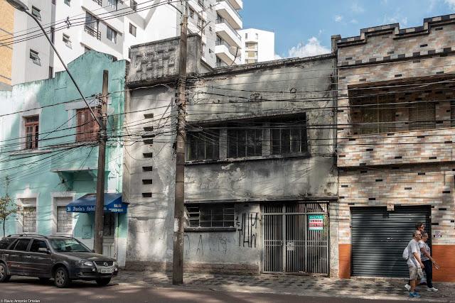 Casa desocupada na Rua Presidente Carlos Cavalcanti