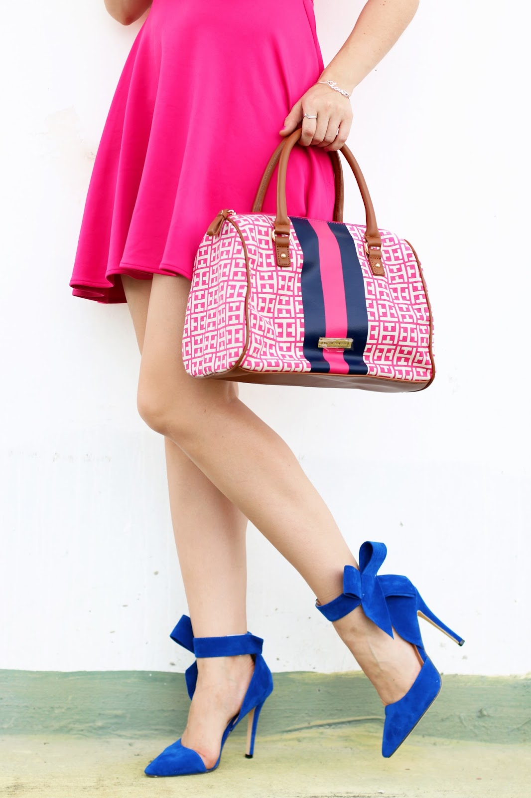 Love this pretty pink and blue Tommy Hilfiger bag!