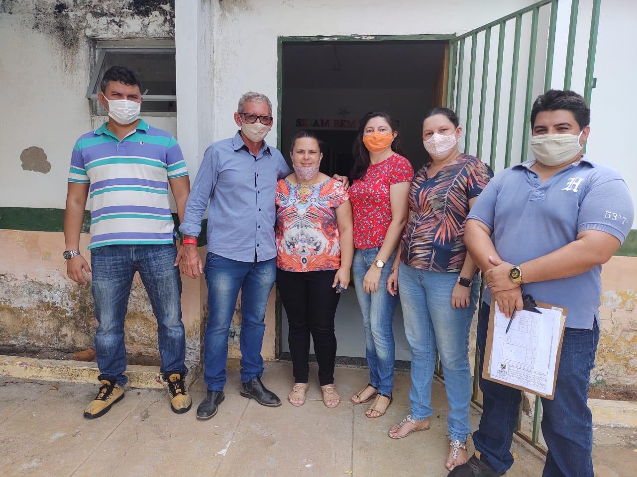 Equipe de engenharia da prefeitura de Aurora visita escola Antonio Amancio da Cruz, no Distrito do Tipi, para avaliar estrutura do prédio que passará por reforma
