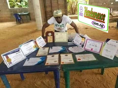 Struggle: Congratulate To This Young Nigerian Graduate with 101 Sabificate