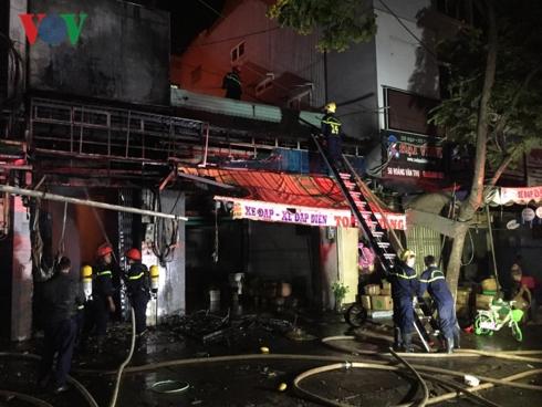 Gia Lai: Cháy lớn ở chợ đêm Pleiku, hơn 100 xe đạp điện bị thiêu rụi