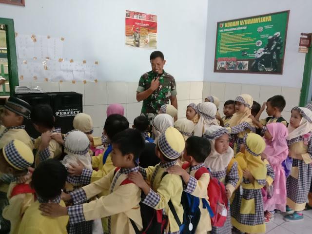 Koramil 0815/14 Dlanggu Bekali Wawasan Kebangsaan Siswa TK & PAUD Aisyiyah
