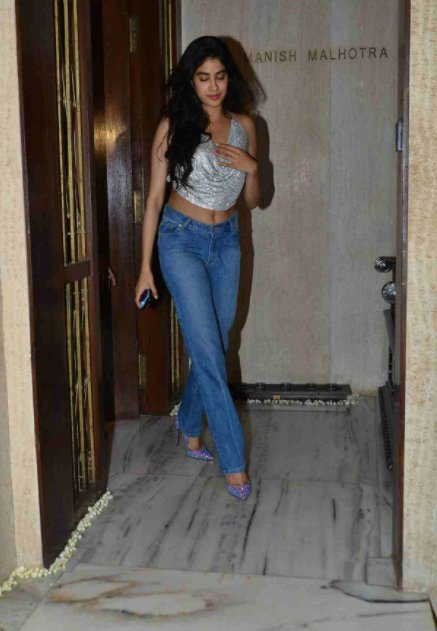 Jhanvi Kapoor Hot Back Pictures