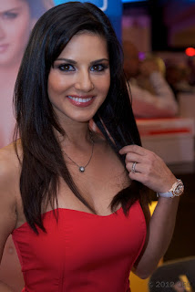 Sunny Leone hot red dress photo