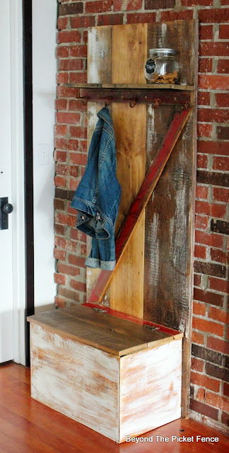 barn door, hall tree,barnwood, reclaimed wood, shipping crate, storage,http://bec4-beyondthepicketfence.blogspot.com/2016/04/barn-door-hall-tree.html