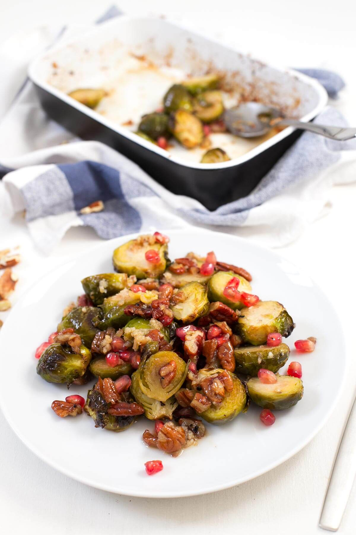 Baked Brussels Sprouts. - Baked Brussels sprouts are a simple and delicious side dish. Although they have a terrible reputation, cabbages can be delicious if we know how to prepare them.