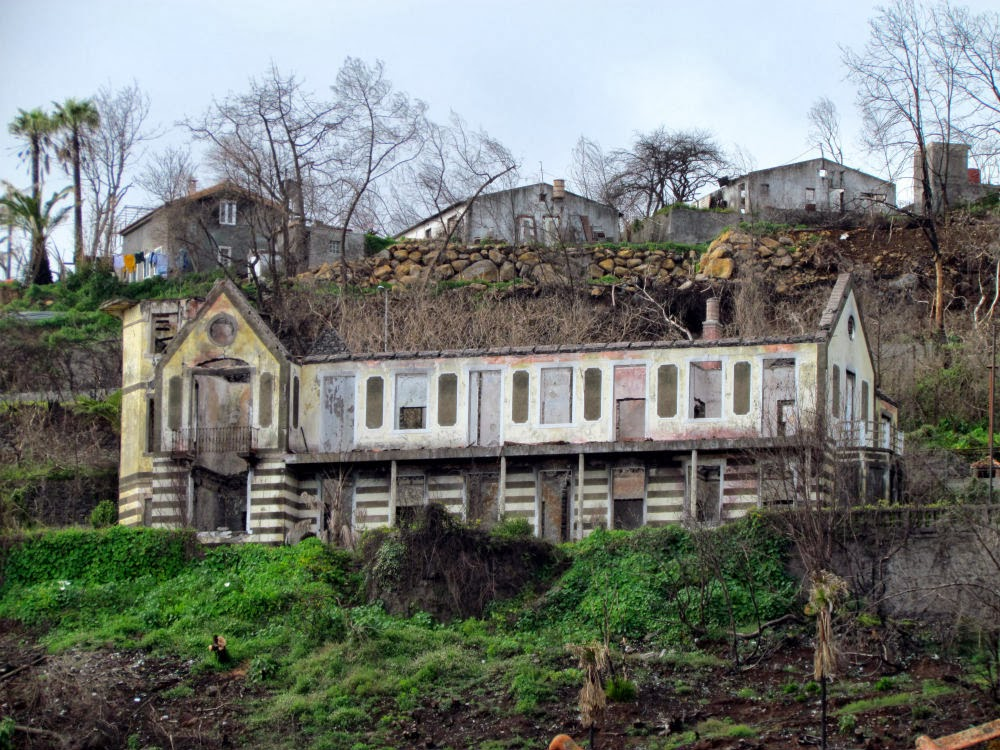 "a ""quinta"" burned in Monte"