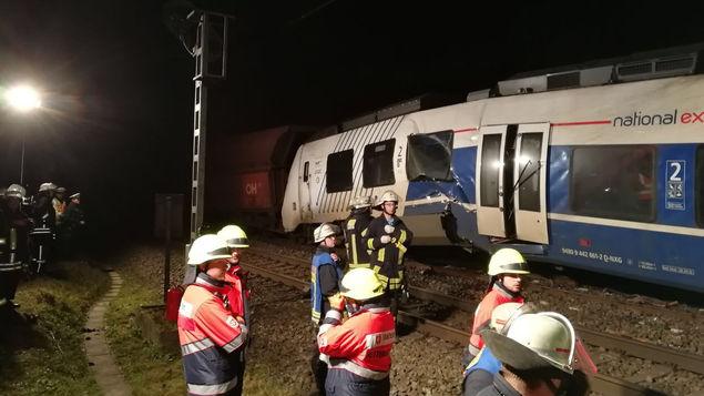 Unos 50 heridos en un choque de trenes en Alemania