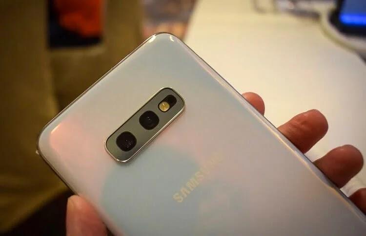 Samsung Galaxy S10e Back Design