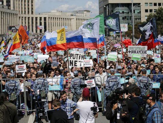 Moscú: condenan a opositores con prisión por participar en protestas