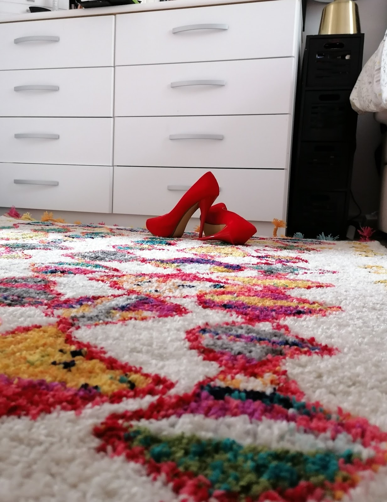 Ad: Making our bedroom cosy with Land of Rugs