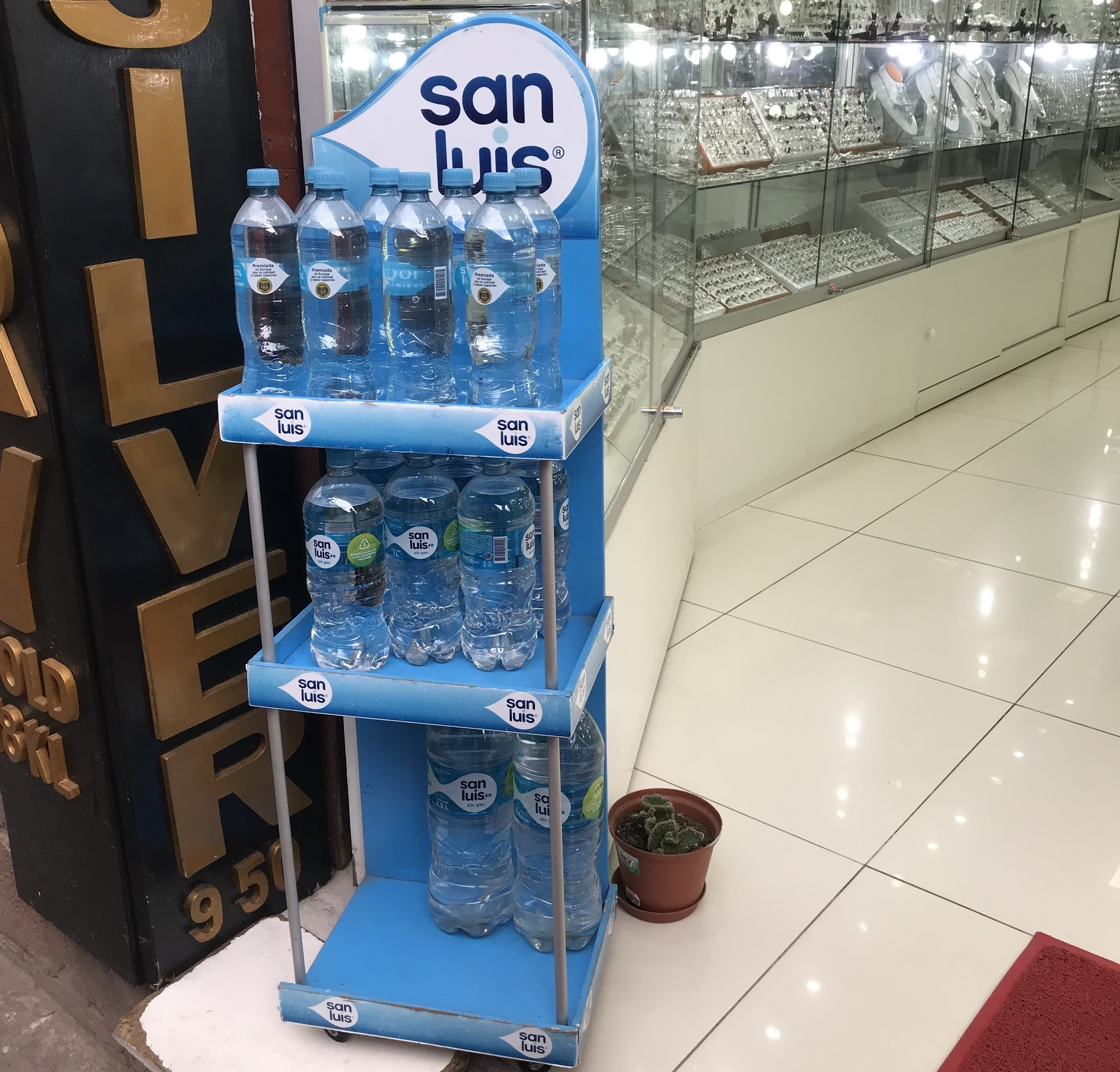 venda de garrafas de água em cusco