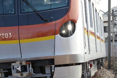 東京メトロ17000系LEDヘッドライト