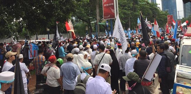 Ribuan Demonstran Ancam Usir Dubes China