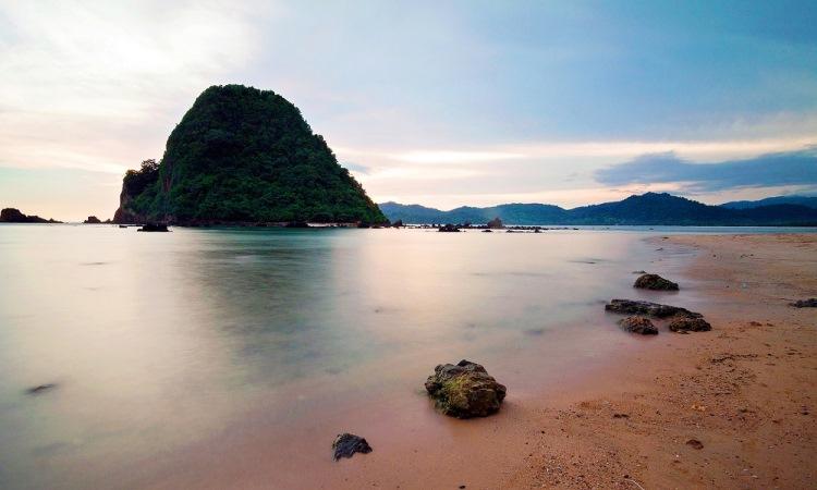 12 Wisata Pantai Terhits di Banyuwangi yang Wajib Anda Kunjungi