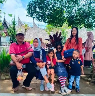 Berakhir Pekan Bersama Keluarga, Asyknya ke Kebun Binatang Kinantan Bukittinggi