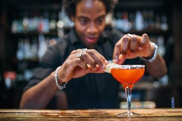Recrutamento de Barman, em São Vicente