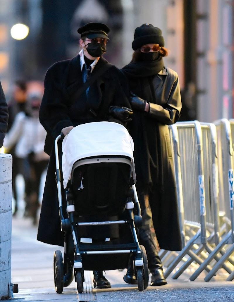 Bella Hadid,Gigi Hadid Clicked Outside in New York 15 Dec-2020