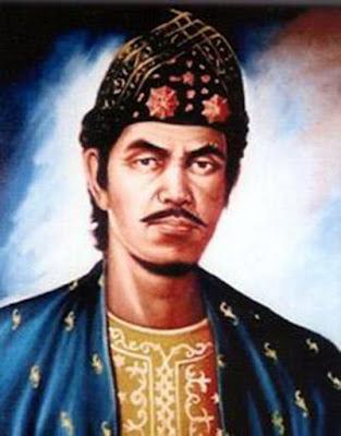 Biografi Sultan Mahmud Baharuddin II  Beliau sebagai Sultan Palembang ke 8 yang alim dan bijaksana. Nama lengkapnya ialah Raden Muhammad Hasan anak dari Sultan Muhammad Bahauddin, Ibunya bernama Ratu Agung bin Datuk Murni bin Abdullah al-Haddadi. Ia dilahirkan pada hari Ahad tanggal 1 Rajab 1181H atau 1767M. di lingkungan keraton. Sebagaimana putra mahkota, ia dididik dan ditempa untuk menjadi pewaris tahta Kesultanan Palembang. Pendidikan agamanya didapat dari ulama besar waktu itu seperti: Syekh Abdus Somad al-Palembani, Syekh Muhammad Muhyiddin bin Syihabuddin, Syekh Ahmad bin Abdullah,Syekh Kms.Muhammad bin Ahmad, dan Sayid Abdurrahman al-Idrus. Kepada Syekh Abdus Somad, ia mengambil dan mengamalkan Tarekat Sammaniyah  Perang Palembang I (1819)   Setelah kembalinya Belanda di Palembang, Mutinghe menonaktifkan Najamuddin II (Husin Dhiauddin) dan mengangkat kembali S.M.B. II. Husin Dhiauddin tidak senang dengan perlakuan ini dan mengadu kepada Raffles di Bengkulu. Raffles mengirimkan ekspedisi kira-kira 300 tentaranya ke Palembang melalui jalan darat.  Terjadi insiden di Palembang, namun tentara pelopor Inggris yang ada di Palembang diusir oleh tentara Belanda, dikembalikan lewat laut ke Bengkulu. Selanjutnya Mutinghe memburu sisa tentara Inggris di Muara Beliti dan terjadi pertempuran di sana yang berakhir dengan perdamaian. Dengan adanya insiden ini